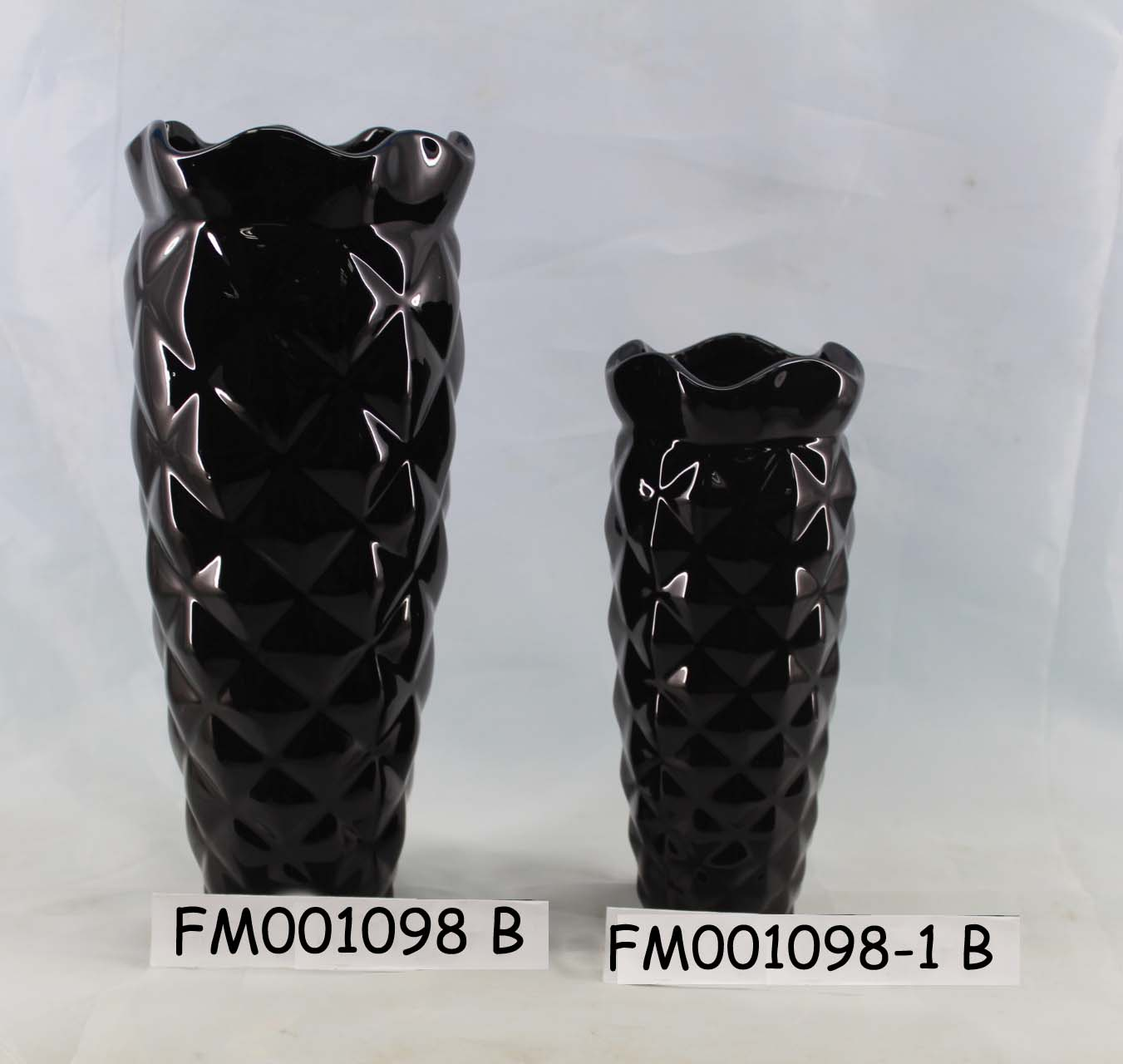 Home Decoration-Vases with Embossed Features
